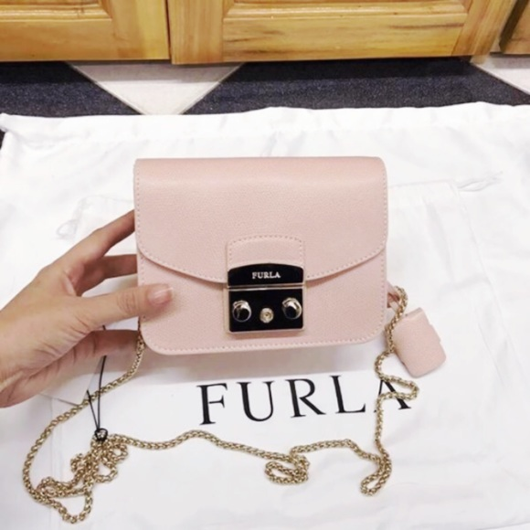 907a6c158dc0 FURLA Julia Saffiano Leather Shoulder Bag